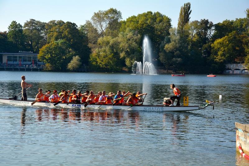 Ein Mal im Jahr findet der Drachenboot-Cup Weißensee statt. Dann wird es laut im Strandbad.