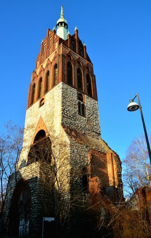 Nebenan am See: die Bethanienkirche am Mirbachplatz